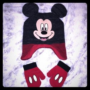 Kids Disney Mickey Mouse hat and gloves size 2t-5t